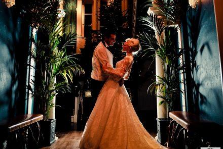 bride-groom-chandelier_517701716